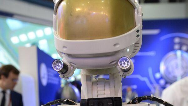 Роботизированная платформа разработки ГКНПЦ имени М.В. Хруничева на IV Международном военно-техническом форуме Армия-2018. 22 августа 2018