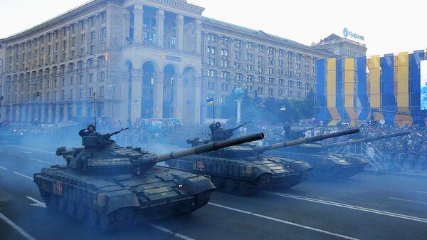 Танки Т-72 на генеральной репетиции военного парада в Киеве