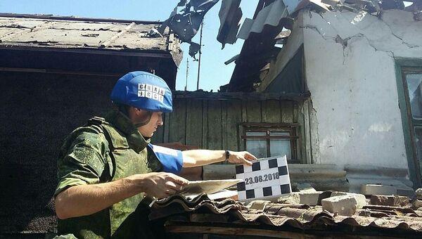 Последствия обстрела со стороны украинских силовиков в поселке Донецкий