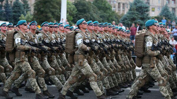 Украинские военнослужащие на репетиции военного парада. Архивное фото