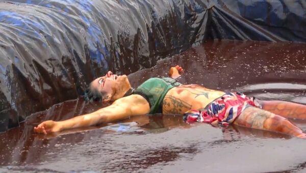 Соус к драке по-английски: в Британии прошел чемпионат по боям в мясной подливе