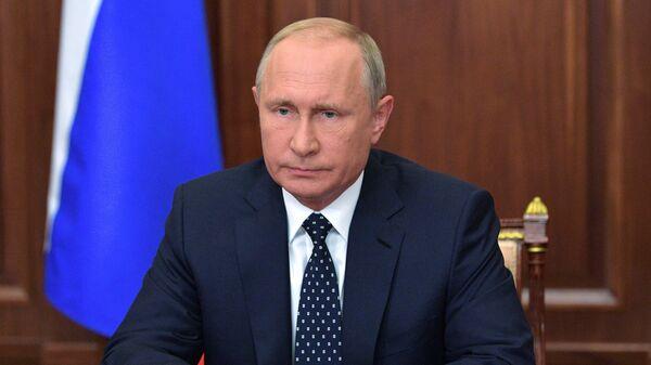 Президент РФ Владимир Путин выступает с обращением к гражданам страны по поводу предлагаемых правительством изменений в пенсионное законодательство