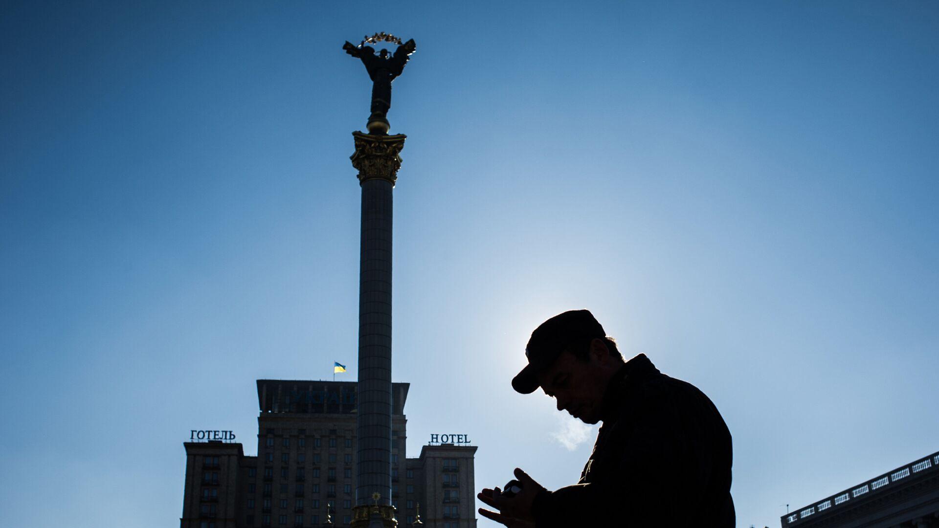 Прохожий на площади Независимости в Киеве - РИА Новости, 1920, 19.02.2021