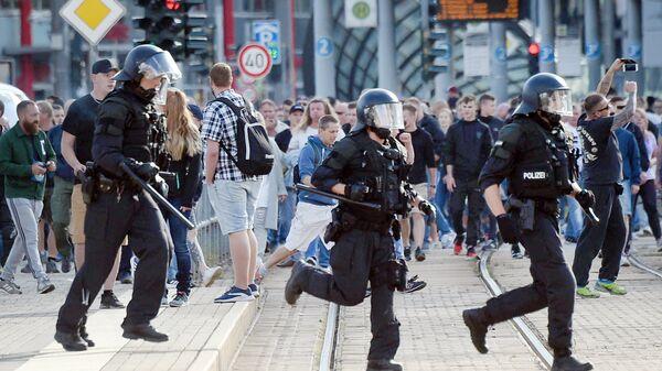 Полицейские и протестующие в Хемнице. Архивное фото