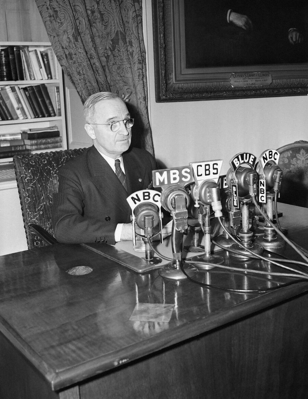 Президент США Гарри Трумэн в Белом доме. 17 апреля 1945