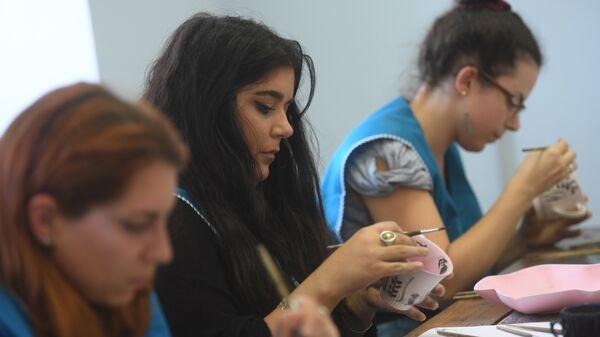 Итальянские студенты-дизайнеры изучают русские народные промыслы