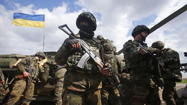 Украинские военные на линии разграничения в Донбассе