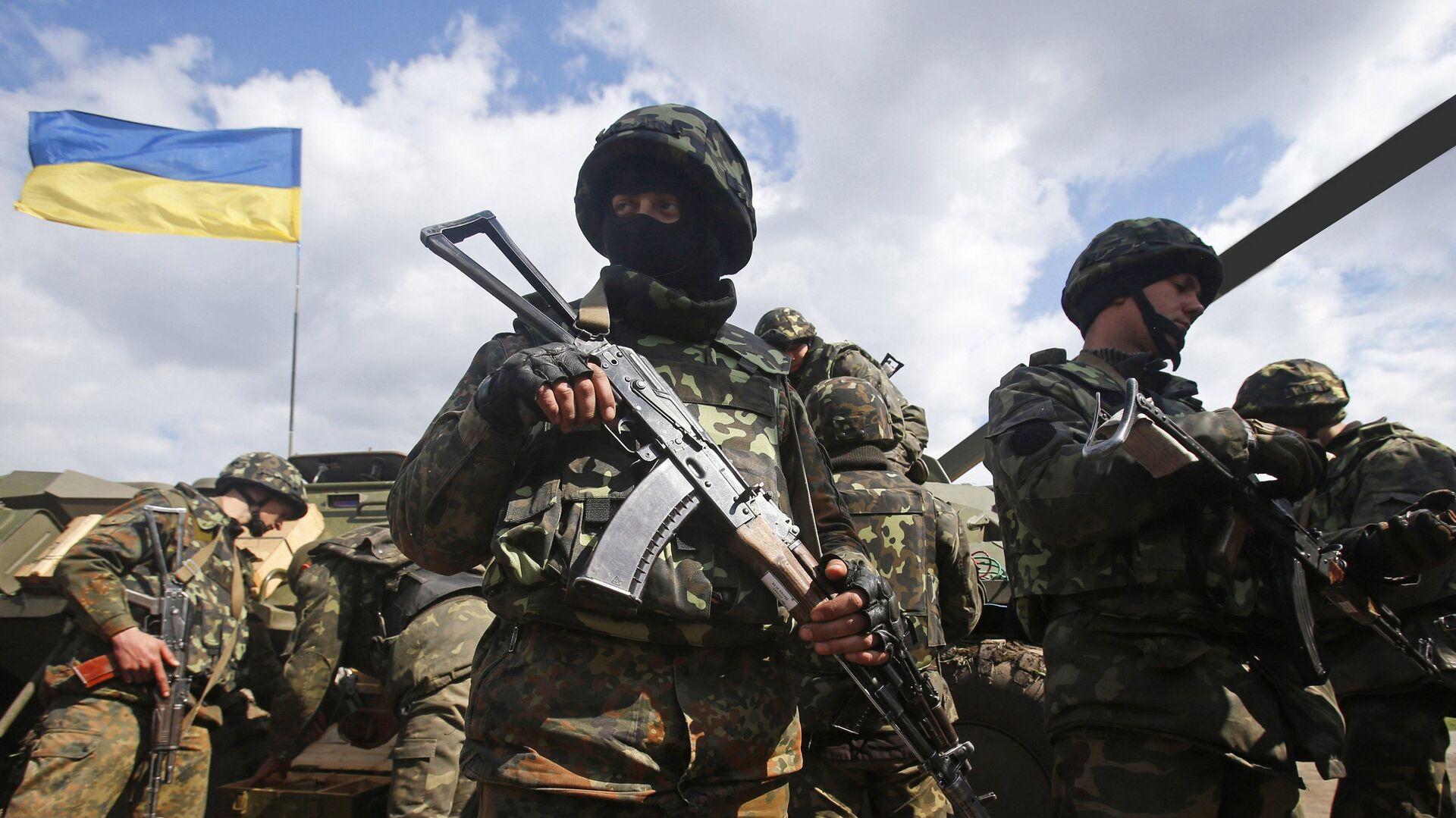 Украинские военные на линии разграничения в Донбассе - РИА Новости, 1920, 04.07.2021