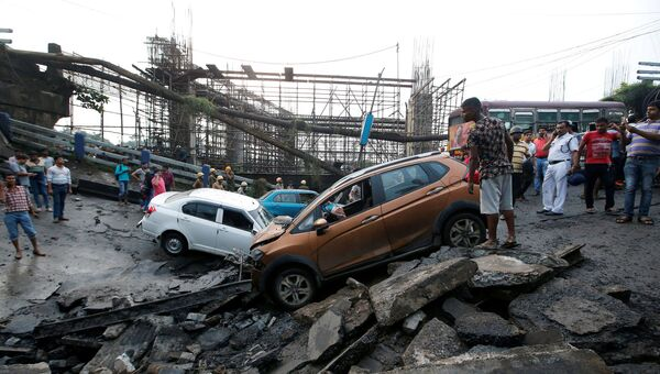 На месте обрушившегося моста в Калькутте, Индия. 4 сентября 2018