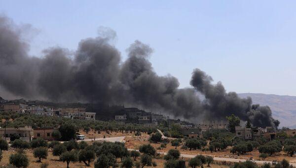Дым после авиаудара ВКС России по позициям боевиков в провинции Идлиб, Сирия. Архивное фото