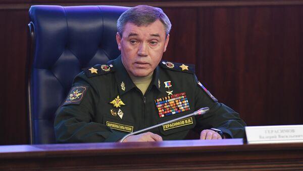Начальник Генерального штаба Вооруженных сил РФ - первый заместитель министра обороны РФ Валерий Герасимов во время брифинга по учениям Восток-2018. 6 сентября 2018
