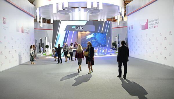 Посетители Московского финансового форума 2018 на площадке Центрального выставочного зала Манеж. 7 сентября 2018