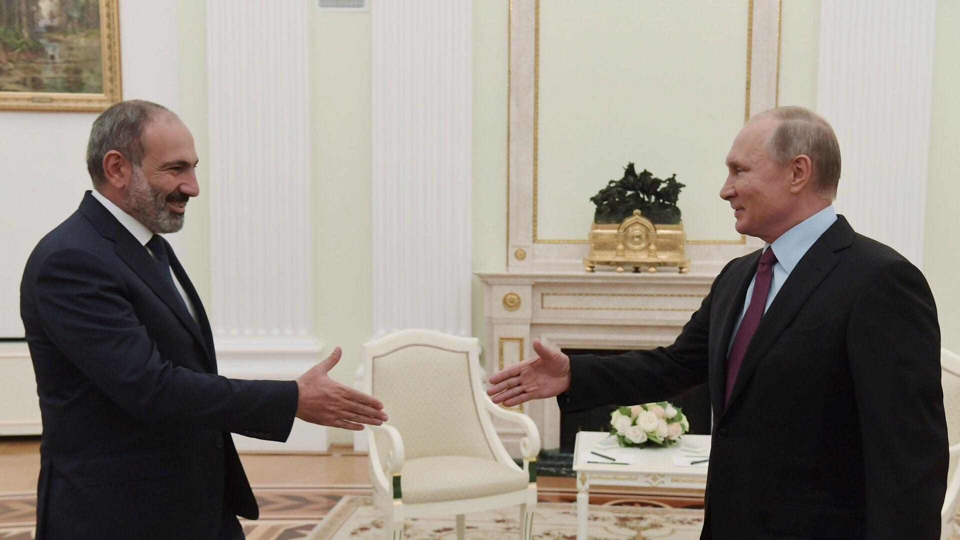 Президент РФ Владимир Путин встретился с премьер-министром Армении Николом Пашиняном - РИА Новости, 1920, 10.10.2021