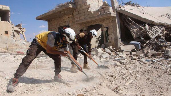 Активисты организации Белые каски в сирийской провинции Идлиб. Архивное фото