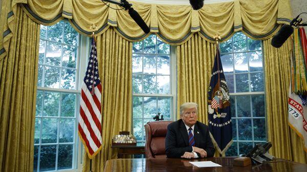 Президент США Дональд Трамп в Овальном кабинете Белого дома