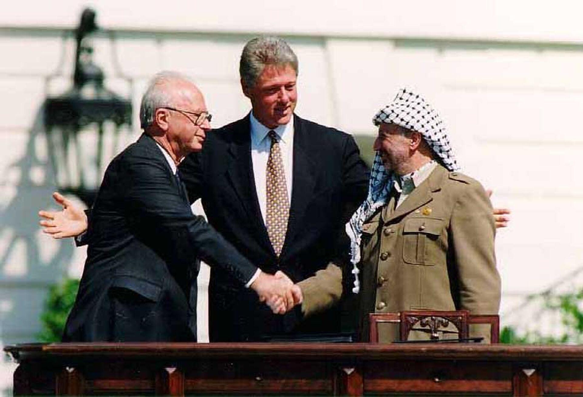 Ицхак Рабин, Билл Клинтон и Ясир Арафат, 13 сентября 1993. Вашингтон - РИА Новости, 1920, 29.10.2020