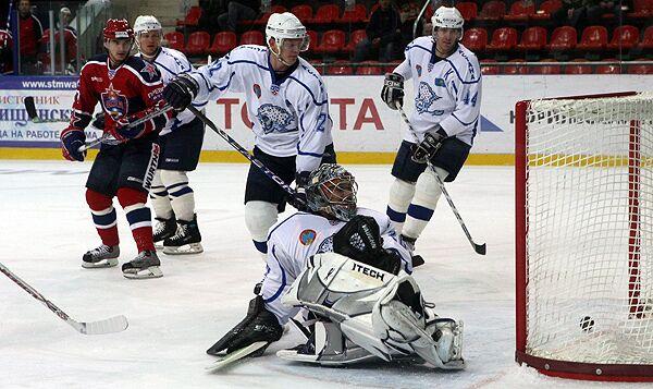 Гол Даллмэна принес Барысу победу в матче КХЛ в Минске
