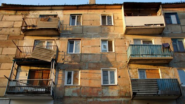 Жилой дом, пострадавший от обстрела. Архивное фото
