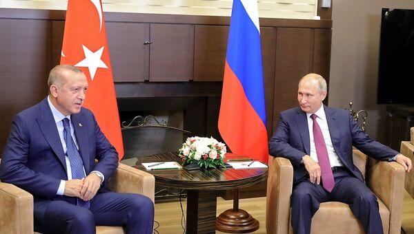 Президент РФ Владимир Путин и президент Турции Реджеп Тайип Эрдоган. Архивное фото