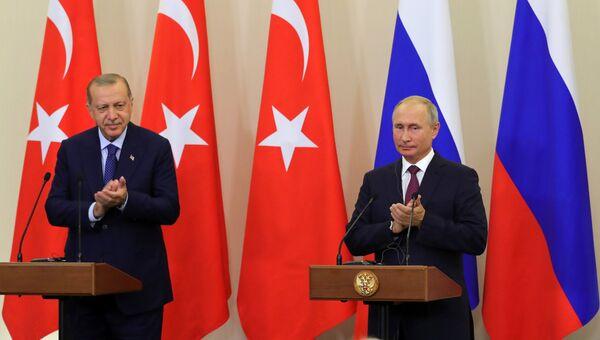 Президент РФ Владимир Путин и президент Турции Реджеп Тайип Эрдоган на пресс-конференции по итогам встречи в Сочи. Архивное фото