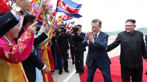 Президент Южной Кореи Мун Чжэ Ин и лидер КНДР Ким Чен Ын во время встречи в Пхеньяне