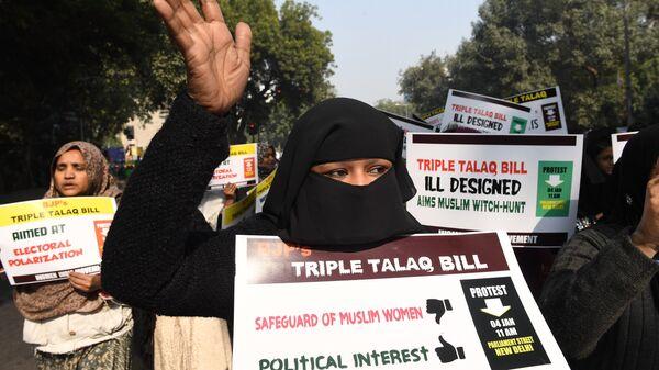 Активистки движения Женщины Индии во время акции протеста против мгновенного развода (тройной талак)