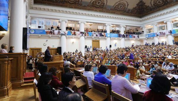 Президент РФ Владимир Путин выступает на пленарном заседании второго Евразийского женского форума в Таврическом дворце в Санкт-Петербурге. 20 сентября 2018