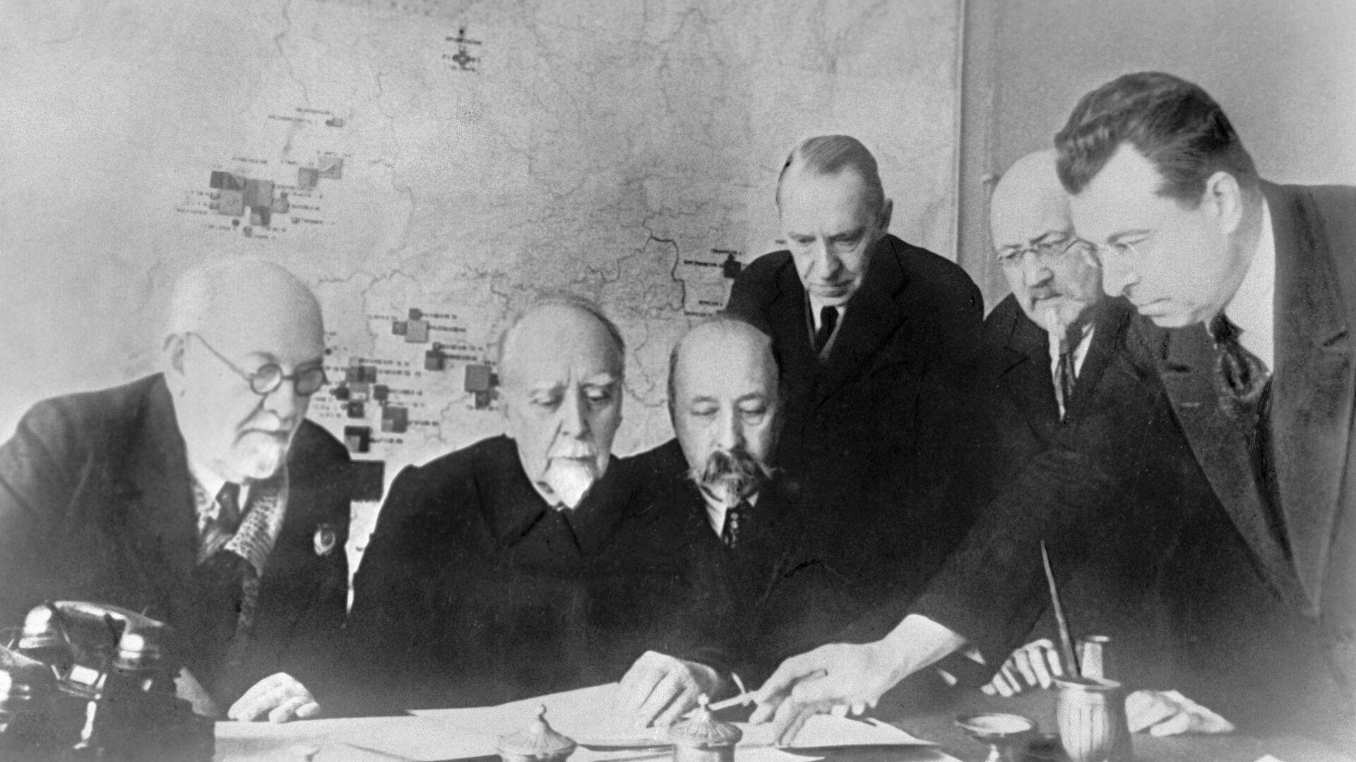 Участники комиссии по разработке плана ГОЭЛРО - РИА Новости, 1920, 22.02.2021