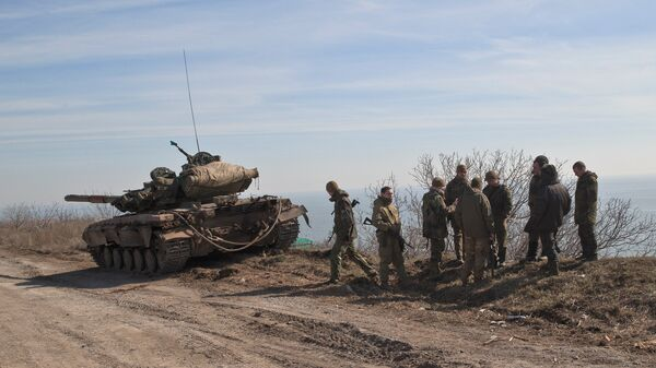 Украинские военные на побережье Азовского моря