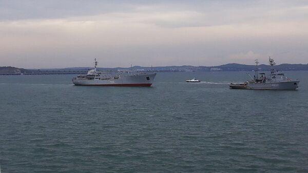 Корабли ВМС Украины после прохождения под арками Крымского моста. 23 сентября 2018
