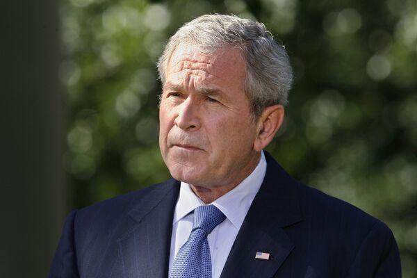 Президент США Джордж Буш во время выступления в Розовом саду Белого дома