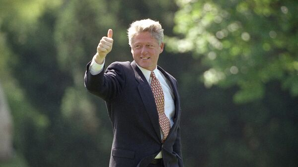Президент Билл Клинтон покидает Белый дом в Милуоки. 1 июня 1993 года