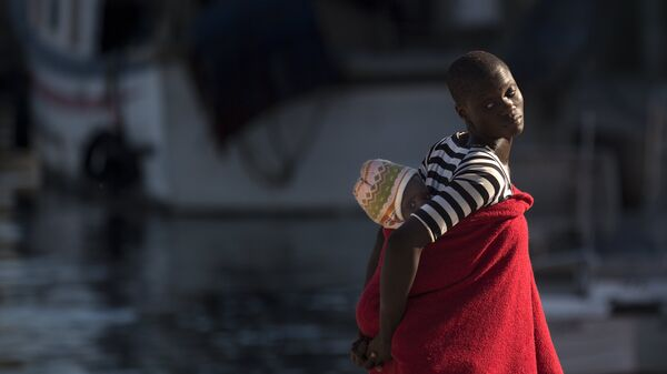Мигранты, спасенные испанской береговой охраной. Архивное фото