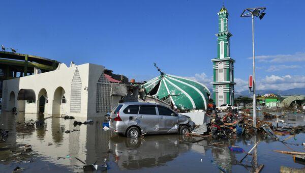 Последствия землетрясения и цунами в Индонезии. Архивное фото