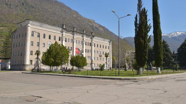 Главная площадь города Ткуарчал в Абхазии