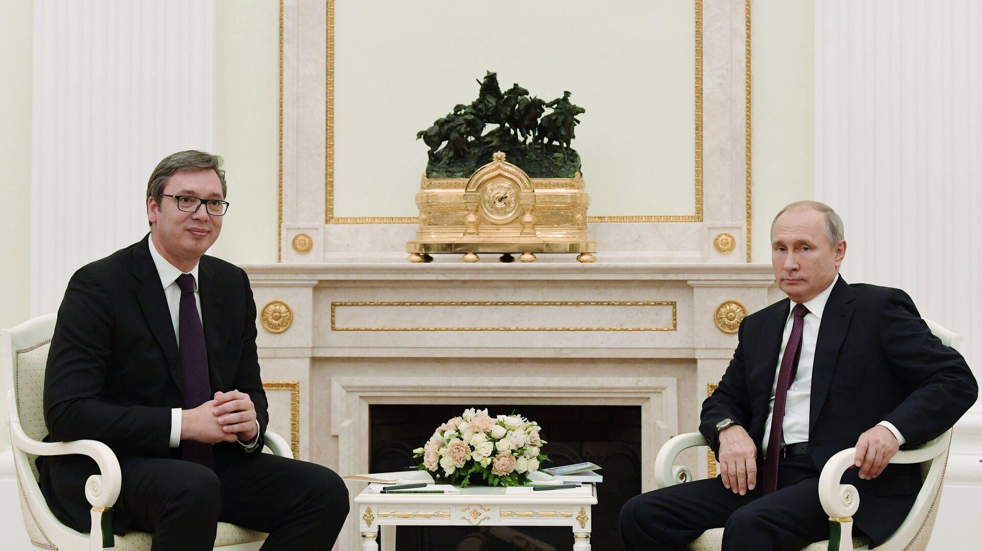 Президент РФ Владимир Путин и президент Сербии Александр Вучич во время встречи в Москве. 2 октября 2018 - РИА Новости, 1920, 03.02.2021