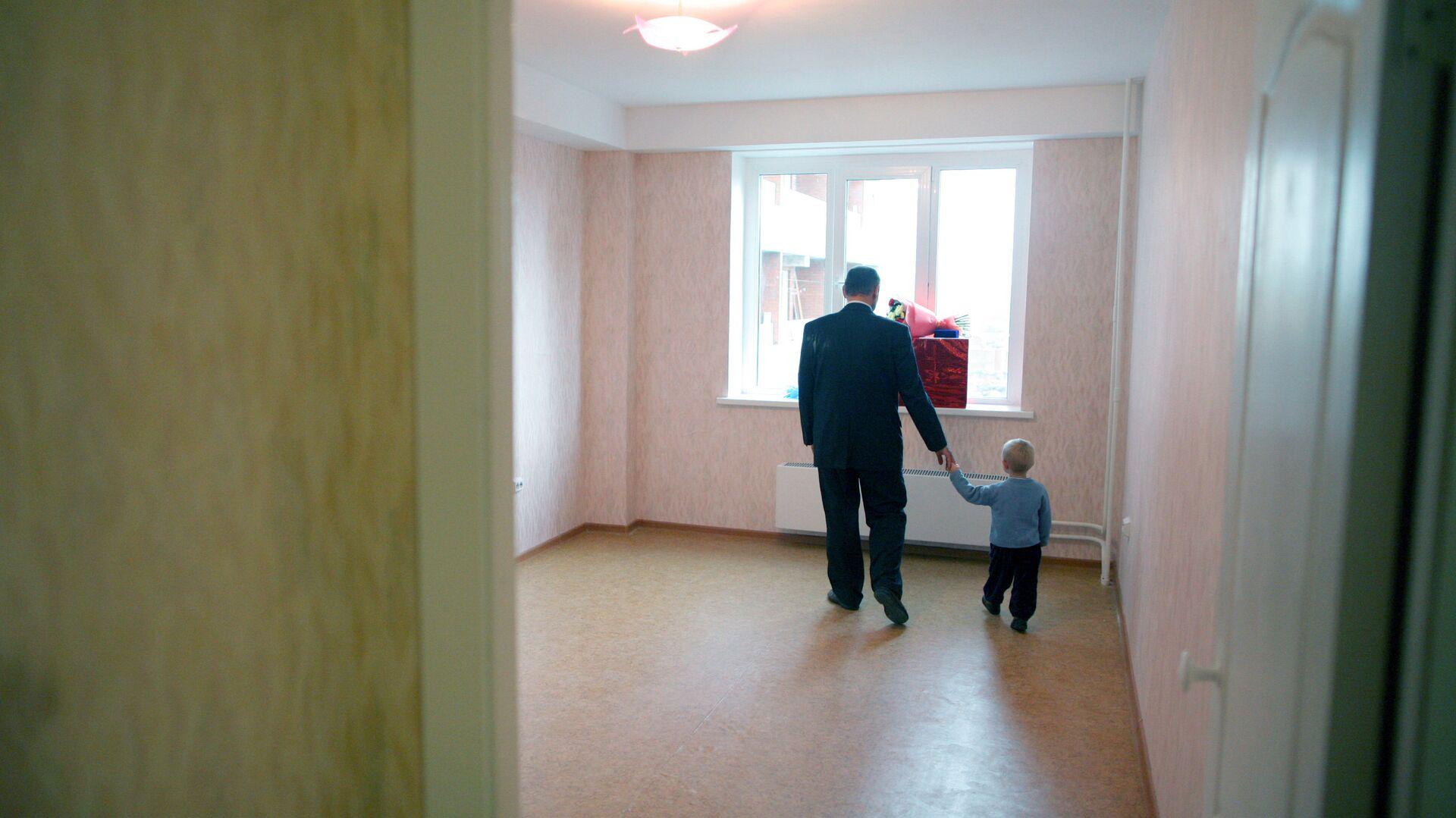 Заселение многодетной семьи из Новосибирска в новую квартиру - РИА Новости, 1920, 04.02.2019