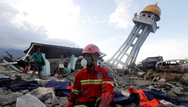 Ликвидация последствий землетрясений и цунами в городе Палу на острове Сулавеси в Индонезии. 6 октября 2018