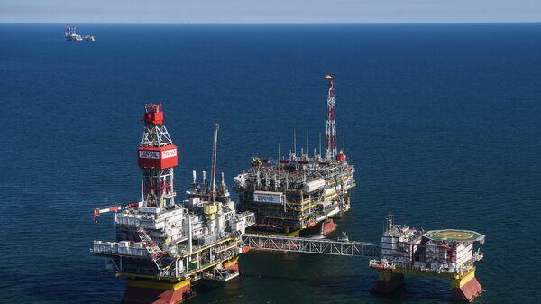 Добыча нефти северной части акватории Каспийского моря. Архивное фото