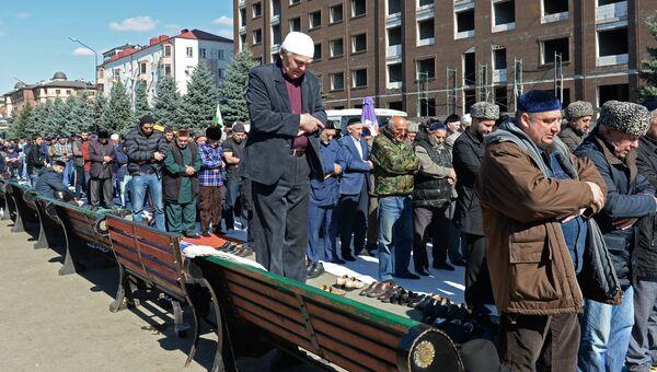 Участники митинга, несогласные с соглашением об определении границы между Республикой Ингушетия и Чеченской Республикой. Архивное фото