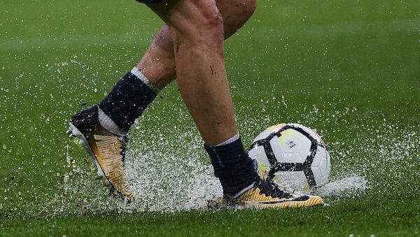 Футболист на поле стадиона Санкт-Петербург
