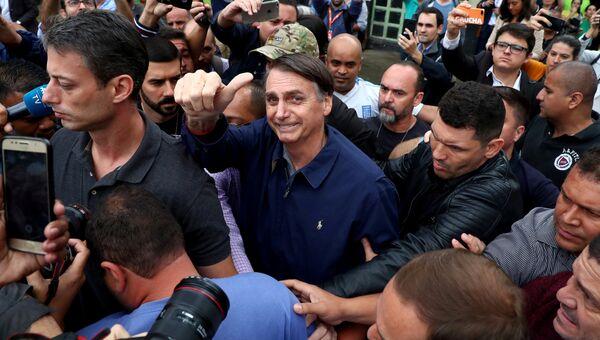 Кандидат в президенты Бразилии Жаир Болсонару после голосования в Рио-де-Жанейро