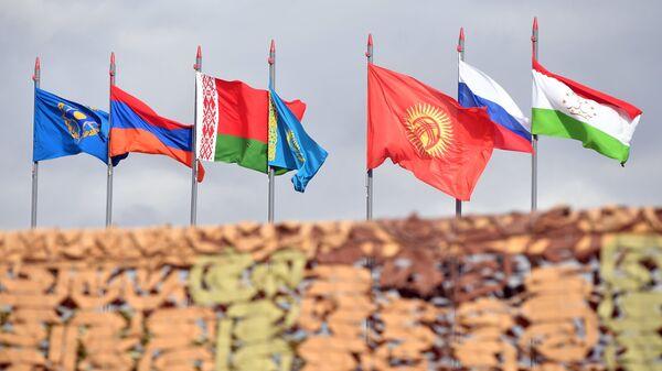 Государственные флаги стран-участниц учений ОДКБ. Архивное фото