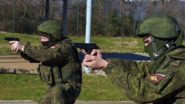 Российские военнослужащие на  военной базе ЮВО РФ в Абхазии. Архивное фото