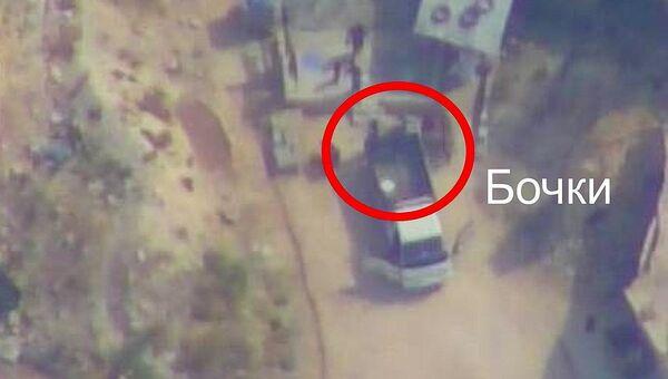 Вечером 9 октября в районе населенного пункта ЭЛЬ-ЛАТАМНА бандгруппа одного из проигиловских формирований совершила нападение на штаб отряда террористической организации Хайат Тахрир Аш-Шам (запрещена в РФ). (Скриншот из видео Минобороны РФ)