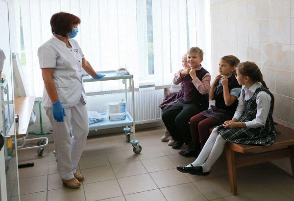 Школьники на вакцинации против гриппа