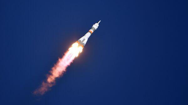 Старт ракеты-носителя Союз-ФГ с пилотируемым кораблем Союз МС-10
