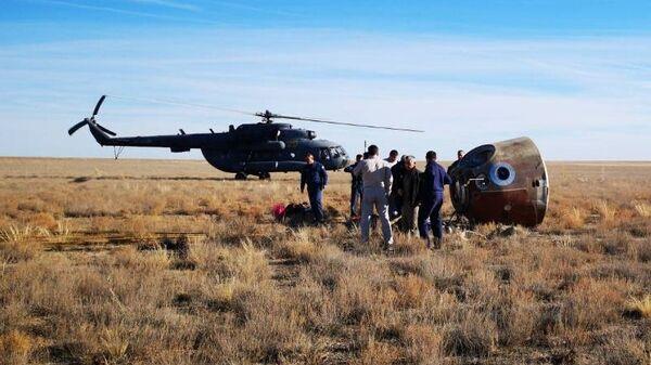 Капсула с членами основного экипажа МКС-57/58 космонавтом Роскосмоса Алексеем Овчининым и астронавтом NASA Ником Хейгом после аварийной посадки в степи Казахстана. 11 октября 2018