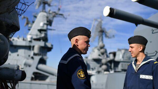 Курсанты ВМФ РФ на учебном корабле Балтийского флота Перекоп