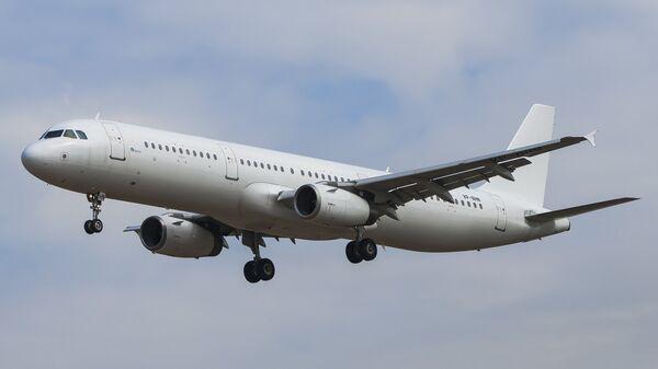 Самолет Airbus A-321 авиакомпании Северный ветер
